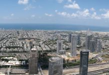 Shmuliko, Tel Aviv from Moshe Aviv Tower. HaMedina Square in the middle. Fonte Wikipedia - CC BY-SA 3.0