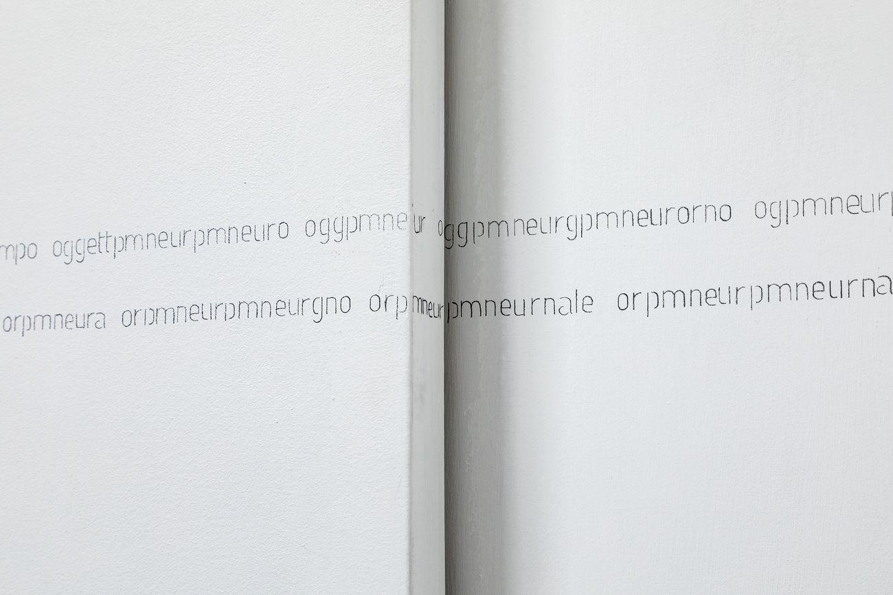 Teresa Gargiulo, #o (one must see to play), 2020, wall drawing, m 13.8x0.04 (dettaglio). Photo Danilo Donzelli. Courtesy the artist & Galleria Tiziana Di Caro