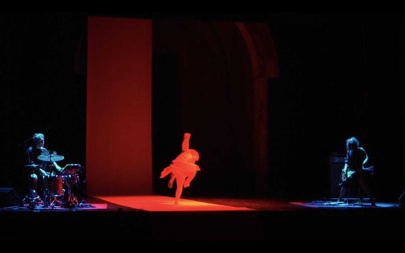 Canto Primo. Miasma Arsura, gruppo nanou + OvO. Ph credits [still video] Claudio Stanghellini