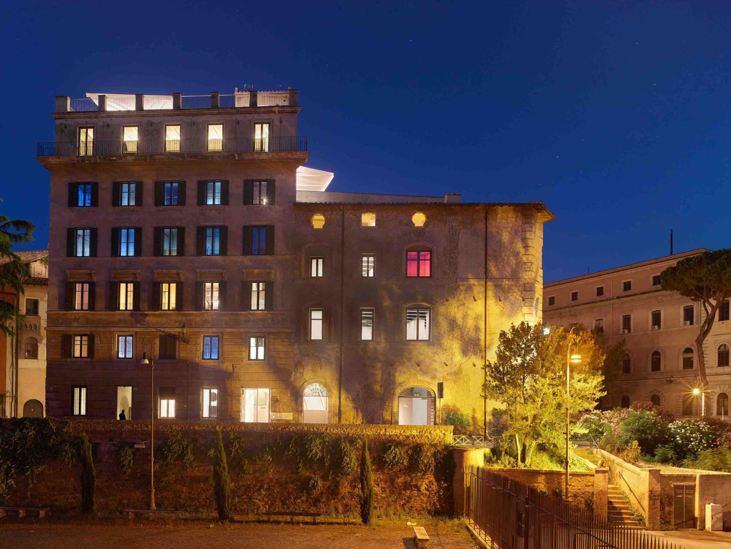 Palazzo Rhinoceros. Architect Jean Nouvel. Photo Roland Halbe