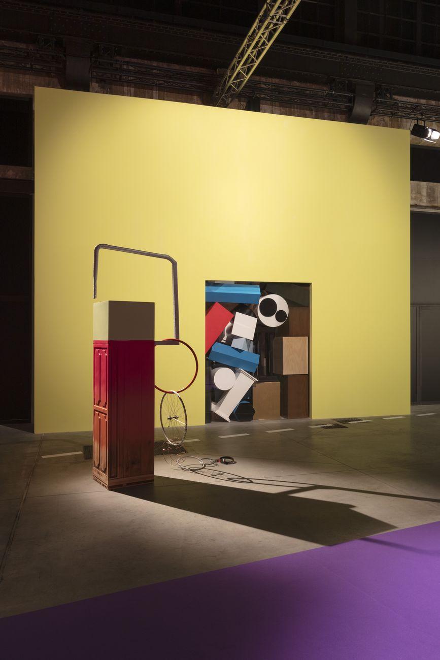 Cut a rug a round square a cura di Jessica Stockholder, 2021. Installation view at OGR Torino. Photo Andrea Rossetti for OGR. Courtesy OGR