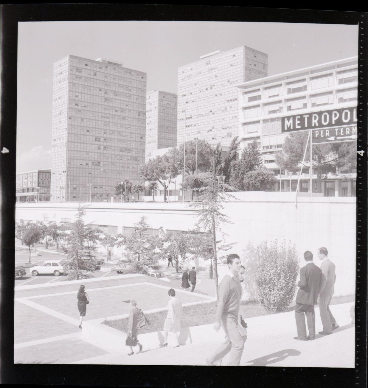 Le Torri Ligini viste dalla vicina stazione della metropolitana EUR Fermi nel 1967. Photo Archivio Paolo Monti