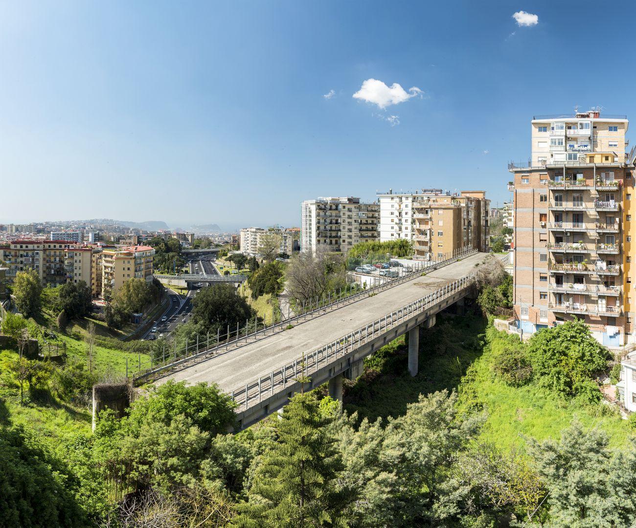 Alterazioni Video, Il ponte di Via San Giacomo dei Capri, Napoli