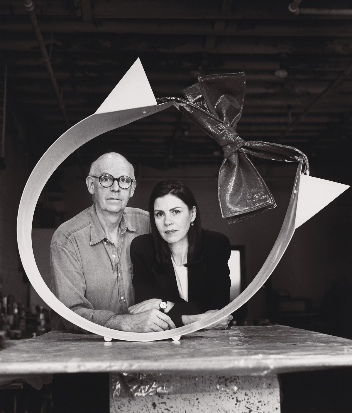 "Claes Oldenburg and Coosje van Bruggen in their studio with ""Standing Collar with Bow Tie"" (1992), 1992. Photo by Jesse Frohman, courtesy Trunk Archive"