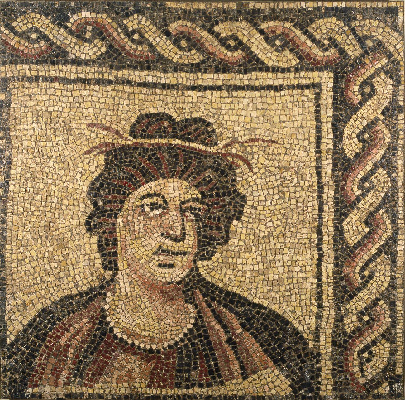 Musei Capitolini, Antiquarium, Mosaico policromo con busto di stagione, tessere di calcare bianco e pietre colorate, fine III inizi IV sec. d.C.