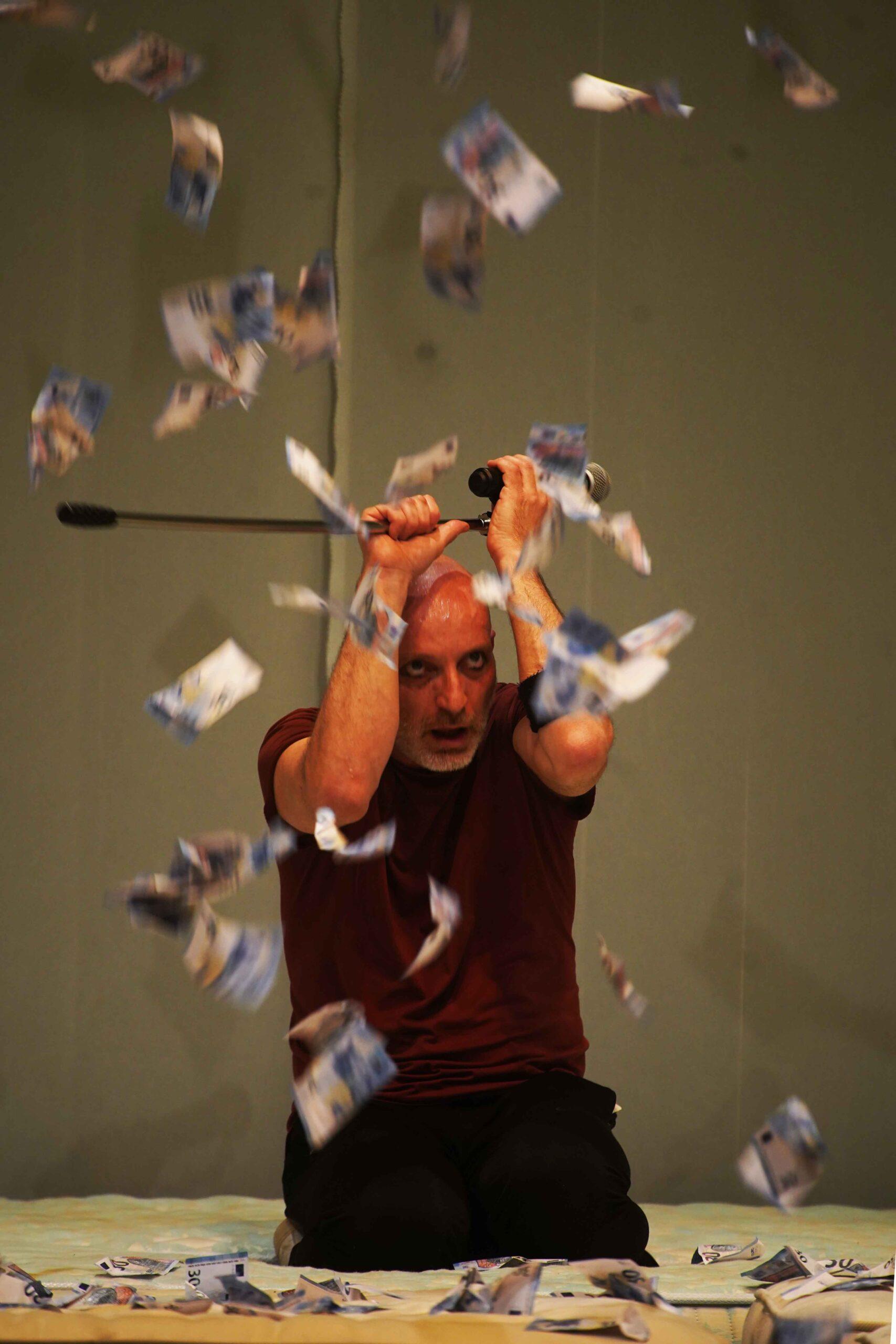 Roberto Latini; foto dello spettacolo In Exitu  ©Angelo Maggio