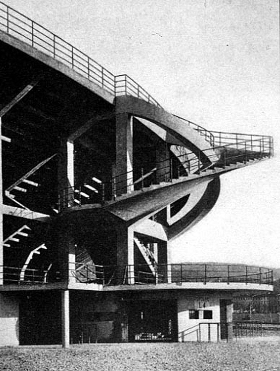 Scala elicoidale dello Stadio Artemio Franchi di Firenze progettato nel 1929 da Pier Luigi Nervi e Gioacchino Luigi Mellucci