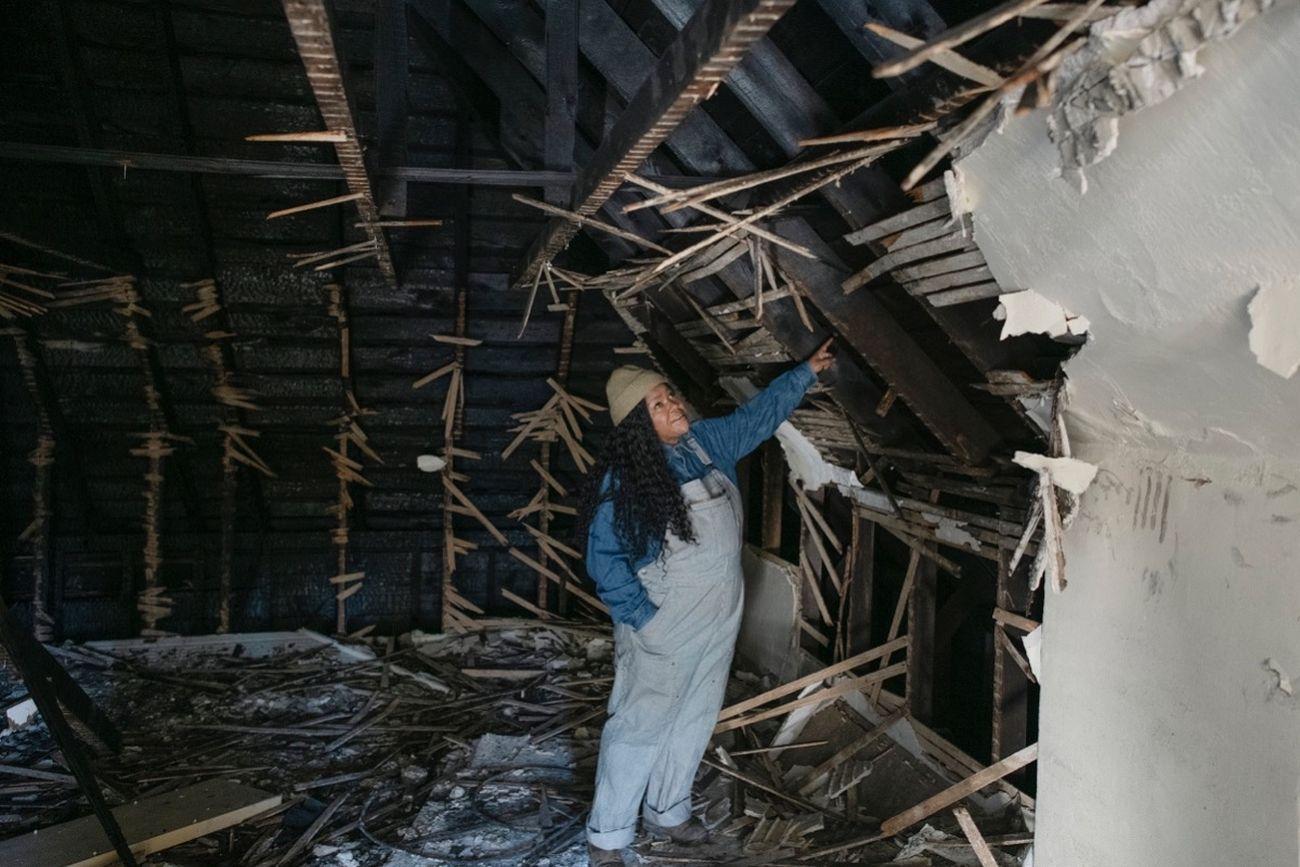 Vanessa German nella Art House dopo l'incendio di febbraio 2021