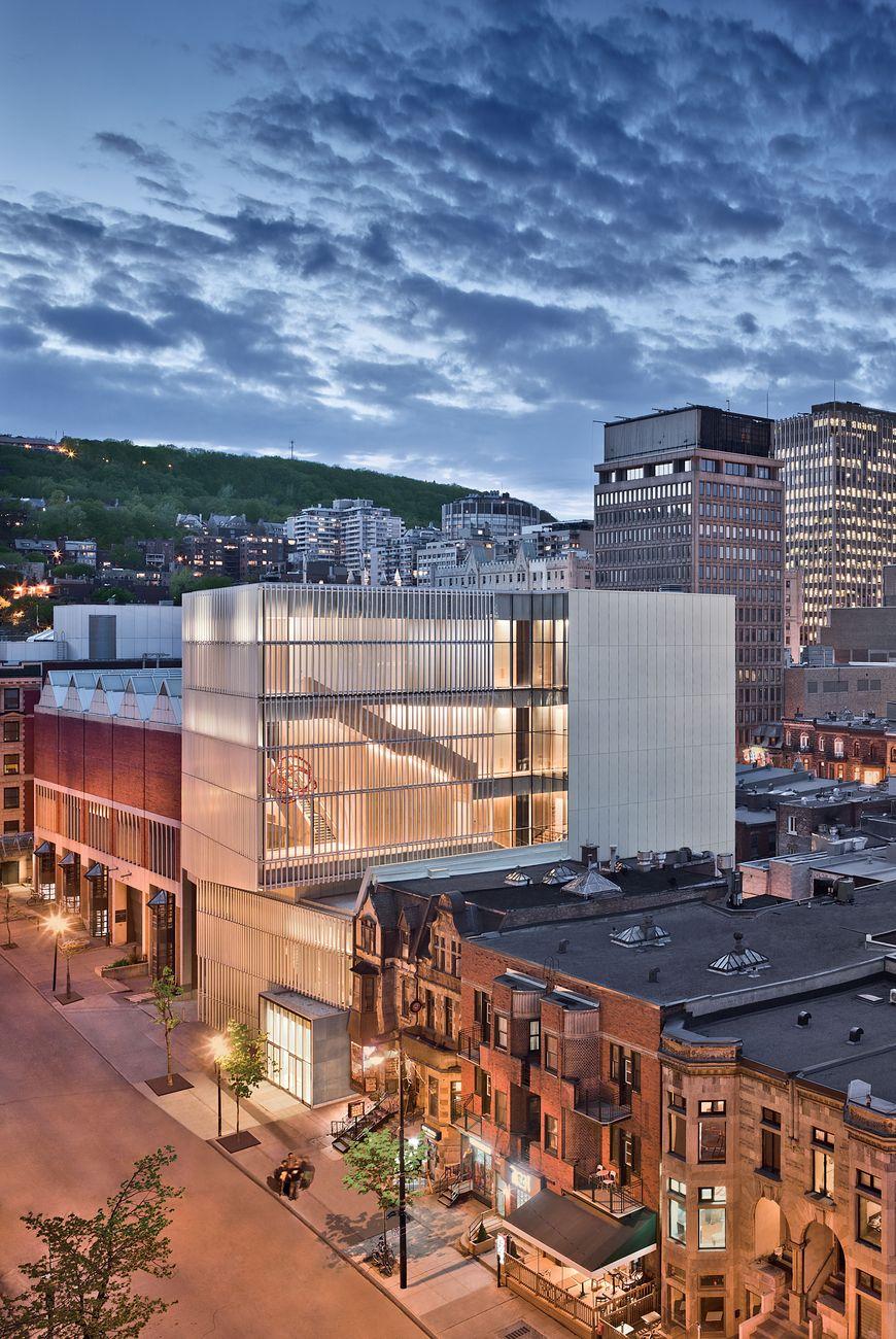 Vista dall'esterno del Padiglione per la Pace Michal & Renata Hornstein, dove si trovano i laboratori. Musée des beaux-arts de Montréal. Photo © Marc Cramer