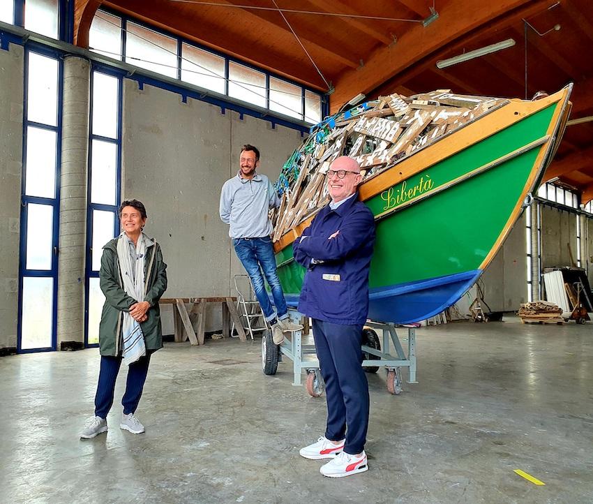 La direttrice della Peggy Guggenheim Collection Karole Vail, l'artista S.O.B. Stefano Ogliari Badessi e il CEO dello Swatch Art Peace Hotel e capo della creatività di Swatch Carlo Giordanetti