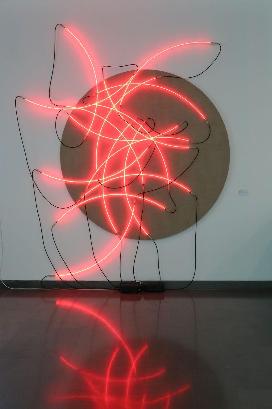 François Morellet, Lunatico neon 16 quarti di cerchio n., 2001. Collezione Würth