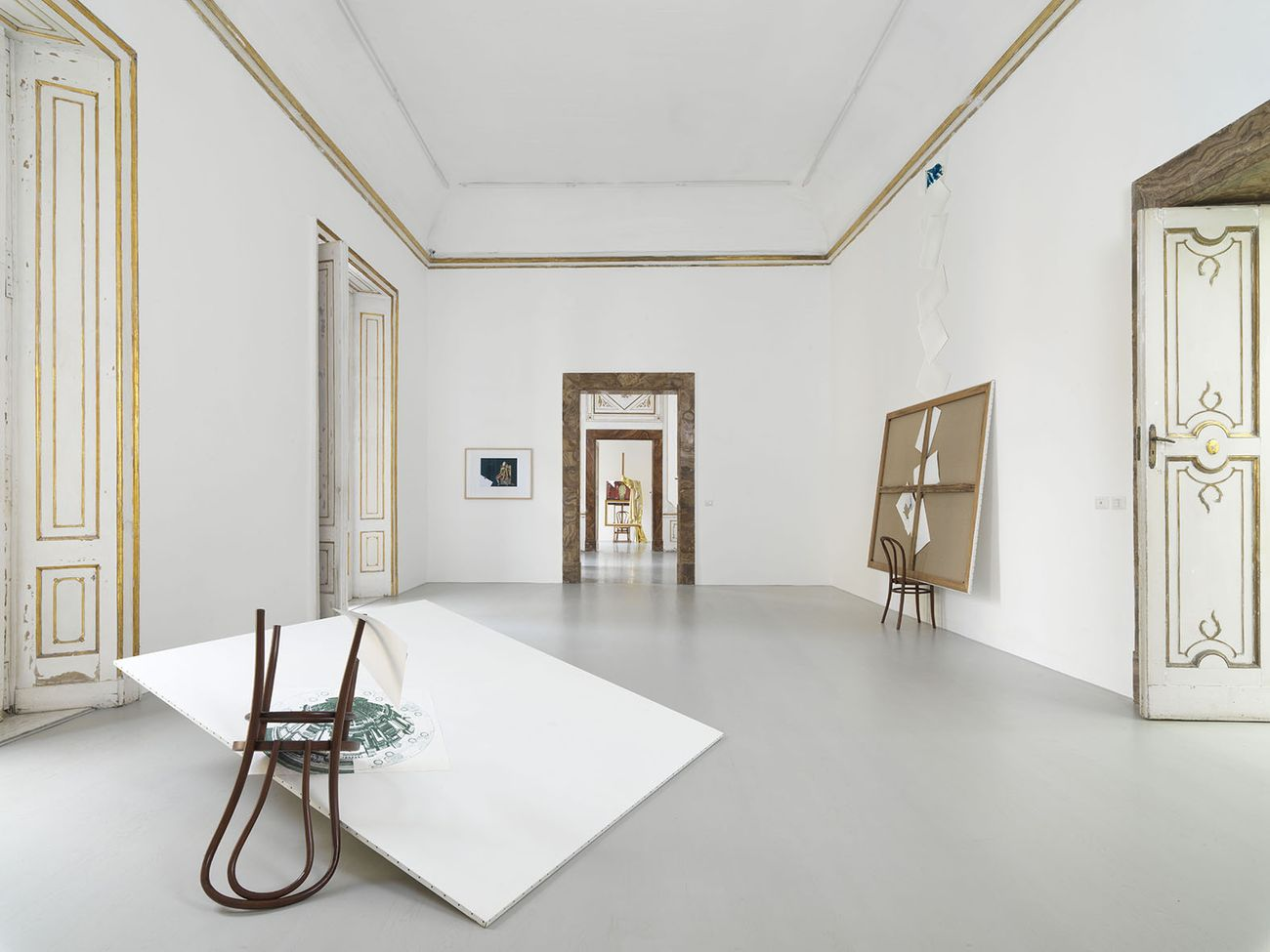 Giulio Paolini. Fuori quadro. Exhibition view at Alfonso Artiaco, Napoli 2021. Courtesy Alfonso Artiaco