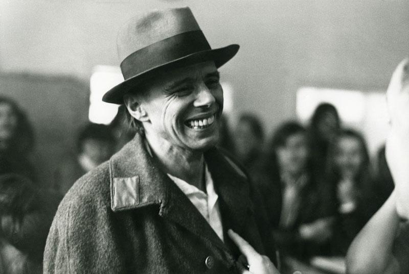 Joseph Beuys. Photo Giancarlo Pancaldi. Villa Orlandi in Anacapri, 13 novembre 1972