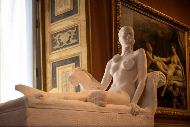 DAMIEN HIRST. Archaeology Now 8. Reclining Woman Collezione privata / Private collection Ph. by A. Novelli © Galleria Borghese – Ministero della Cultura © Damien Hirst and Science Ltd. All rights reserved DACS 2021/SIAE 2021