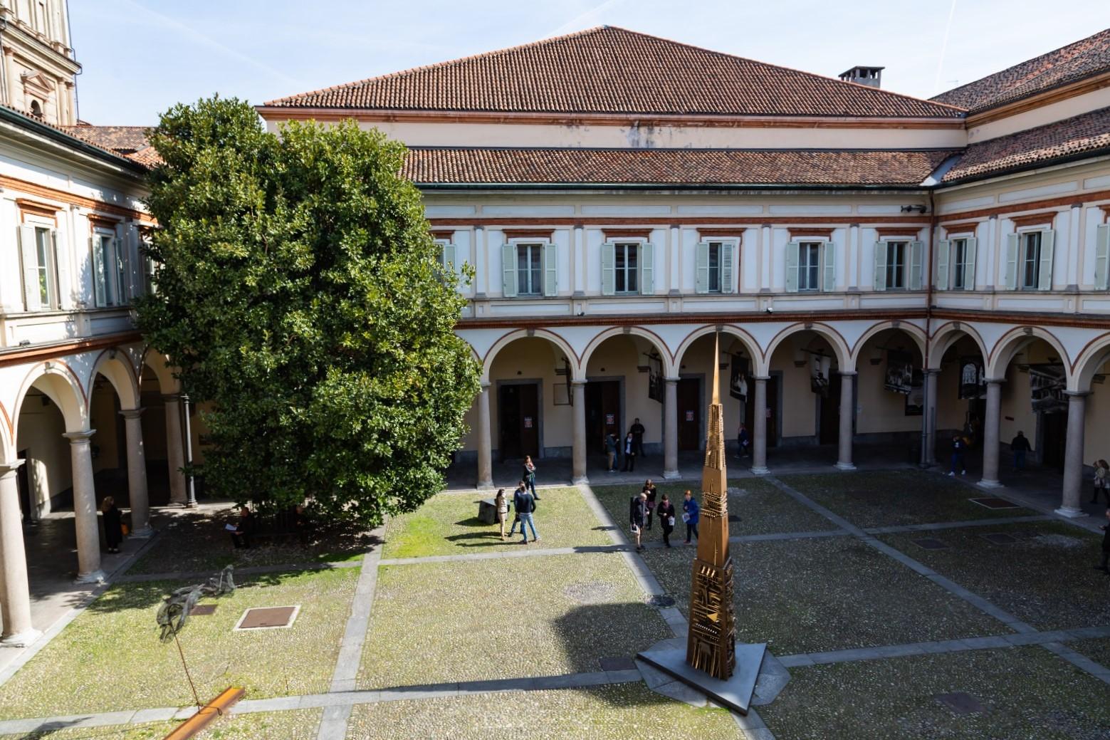 Il chiostro del Conservatorio Giuseppe Verdi di Milano