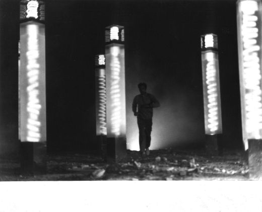 Laura Grisi, Antinebbia (Antifog), 1968. Installation view a Roma, 1968 © Laura Grisi Estate