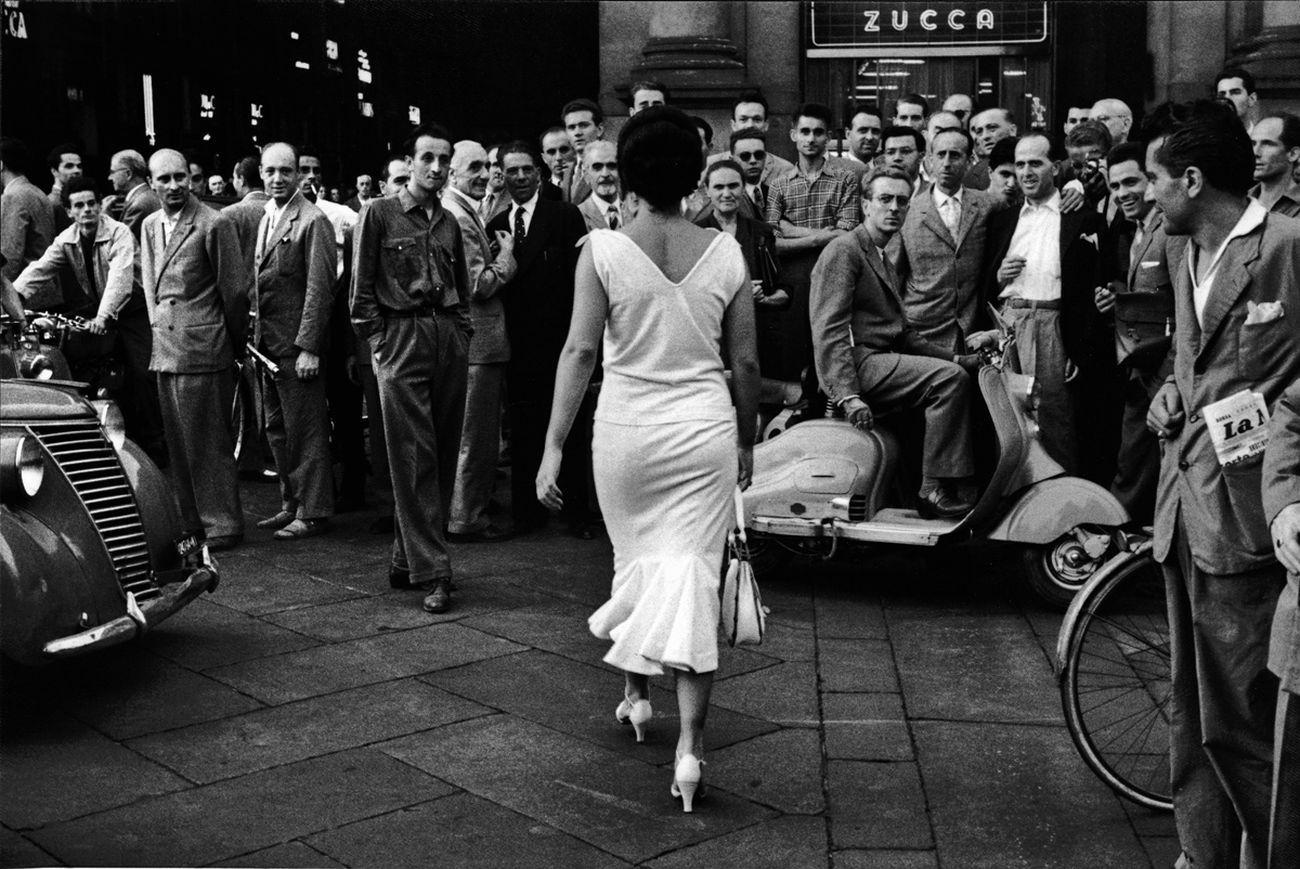 Mario De Biasi, Gli italiani si voltano, Milano, 1954 © Archivio Mario De Biasi. Courtesy Admira, Milano