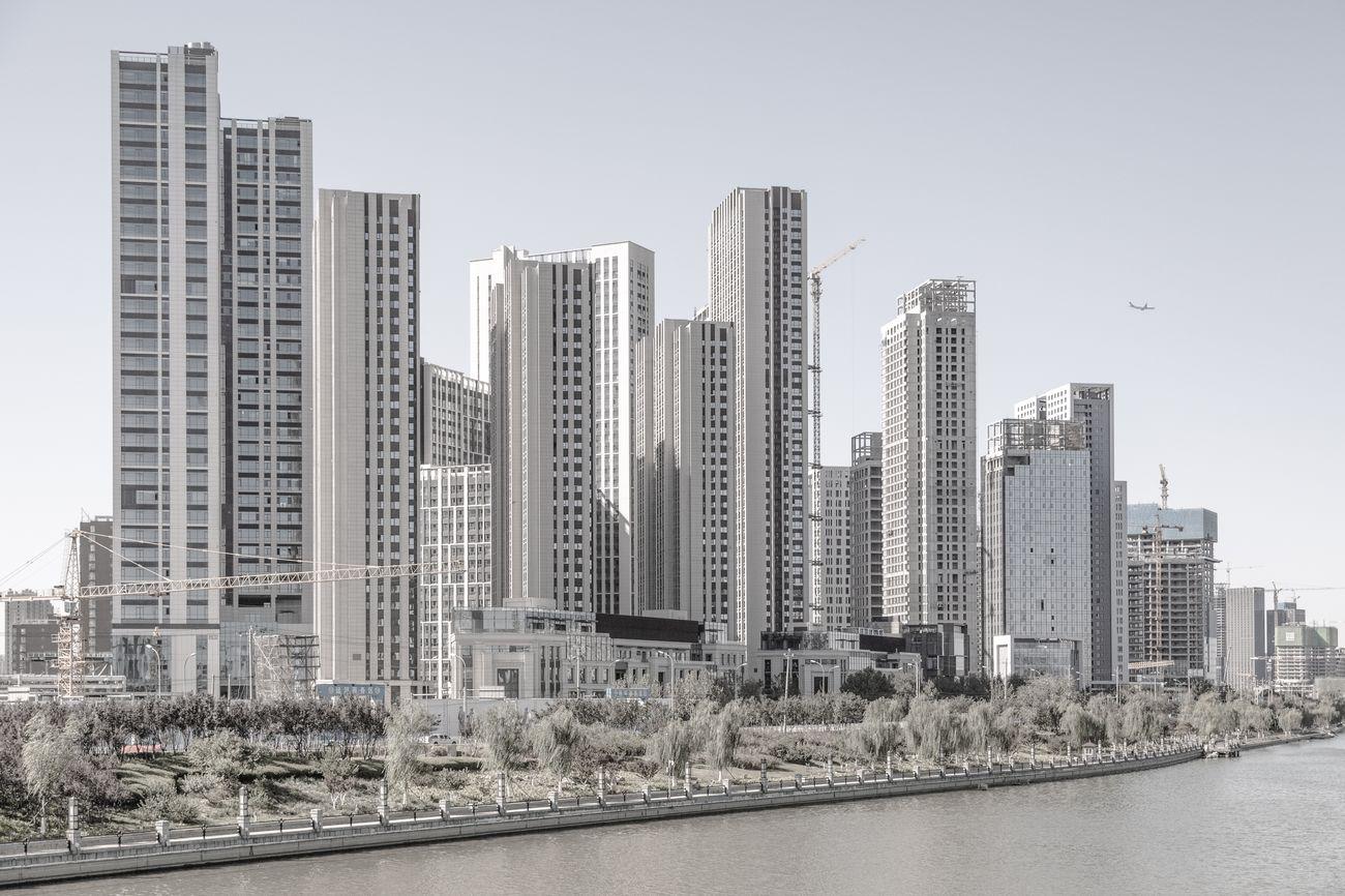 Nuovi edifici con aeroplano, 2019, Tongzhou New Town, Pechino, municipalità di Pechino. Photo © Samuele Pellecchia