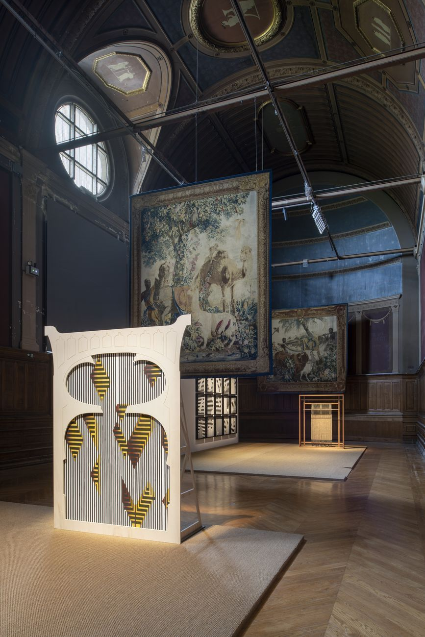 Sammy Baloji. K(c)ongo, Fragments of interlaced dialogues. Exhibition view at Palais des Beaux-Arts, Parigi 2021. Photo © Martin Argyroglo. Courtesy the artist & Imane Farès Gallery