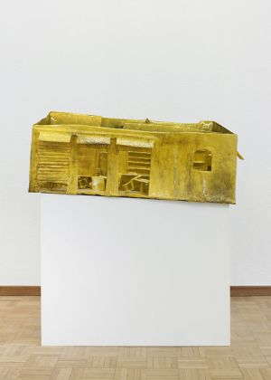 Stefania Carlotti, I want a Reckless Life, 2020, cartapesta, cartone, vernice, 85,5 x 53 x 30 cm. Courtesy l'artista