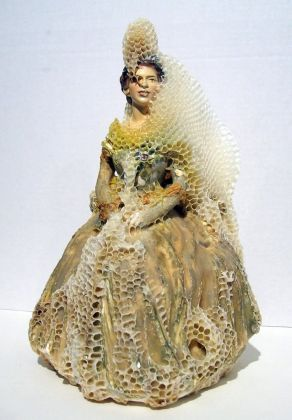 Aganetha Dyck, Queen, 2007. National Gallery of Canada. Photo © William Eakin