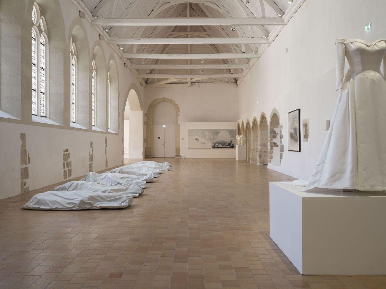 Au delà de la couleur. Exhibition view at Couvent des Jacobins, Rennes 2021. Photo JF Molliere