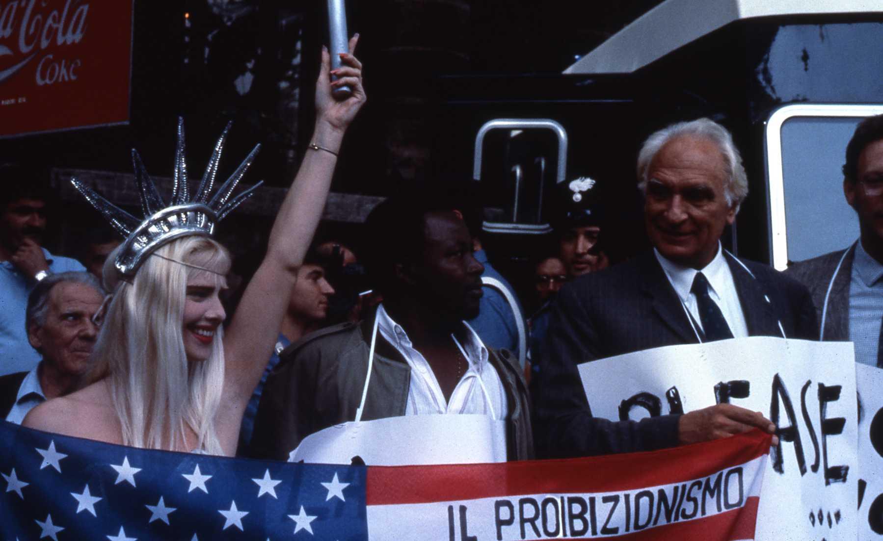 Cicciolina e Marco Pannella, Manifestazione a Roma