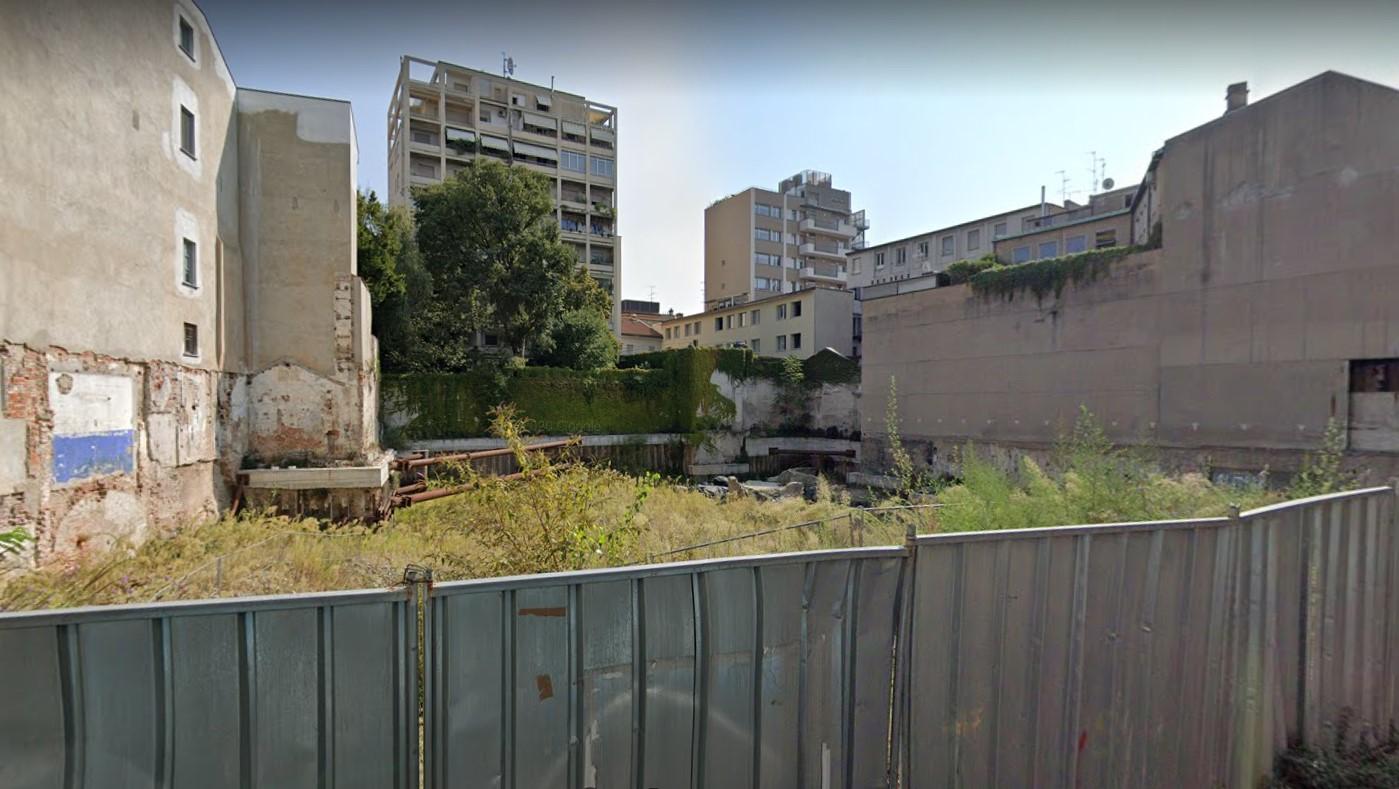 Gli scavi di Via Rovello a Milano si intravedono dai cantieri del nuovo complesso residenziale