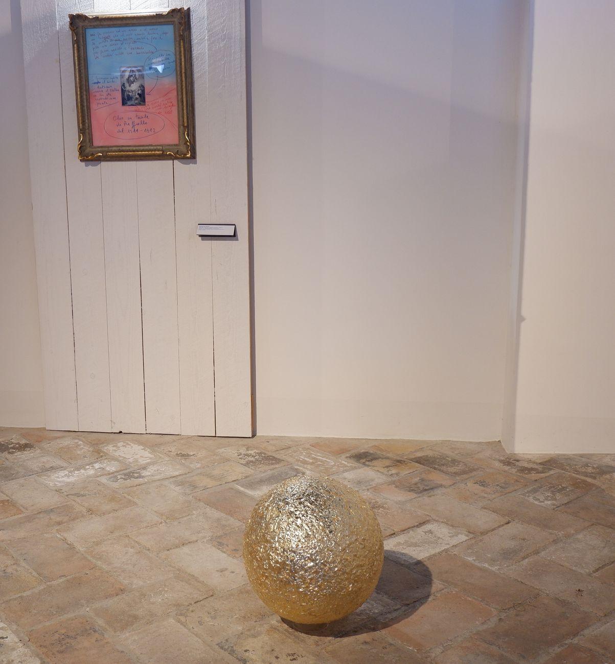 La Madonna di Foligno, il meteorite e il punctum. Meletios Meletiou e Giuseppe De Mattia. Exhibition view at Museo Diocesano, Foligno 2021. Photo Francesca Campli