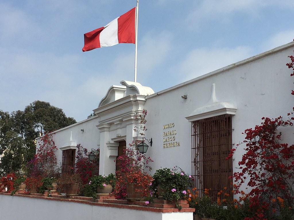 La facciata del Museo LARCO di Lima