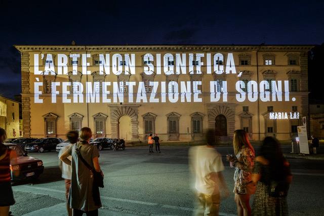 Dal tramonto all'arte, proiezione su Palazzo Vitelli a Sant'Egidio in occasione di CaLibro Festival, a Città di Castello. Photo Andrea Moni.