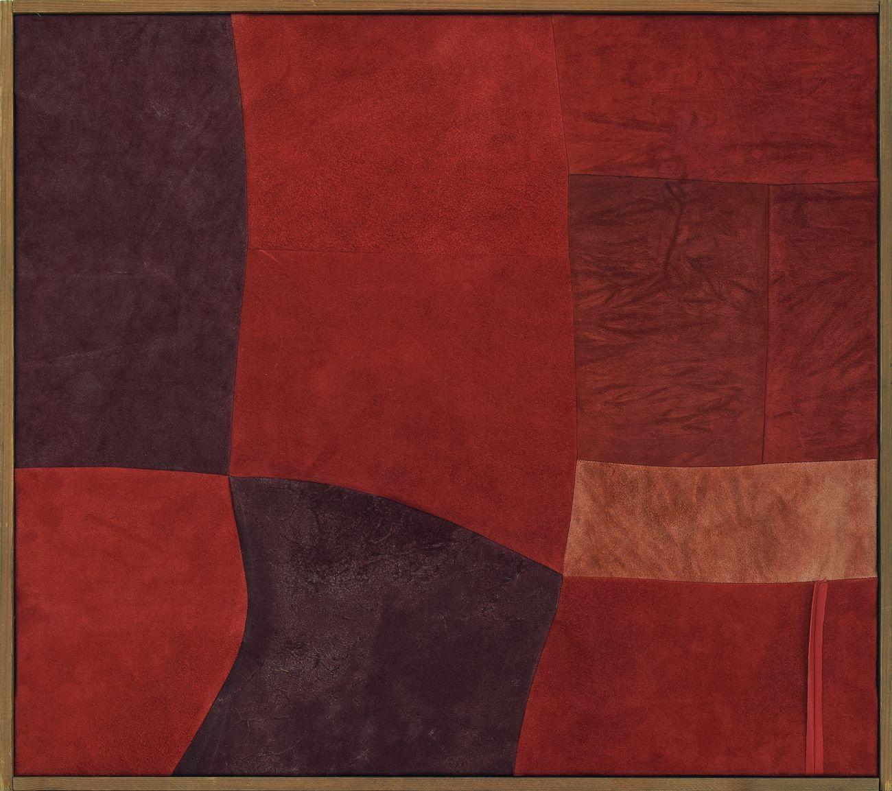 Nuvolo, Senza Titolo [Daino], 1960, pelle di daino cucita e dipinta, 55.5 x 62 cm, Eredi Nuvolo. Photo Paolo Ascani. Courtesy Associazione Archivio Nuvolo