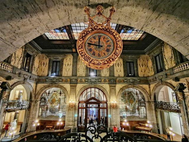 Palazzo Zevallos Stigliano, il salone d'ingresso - photo credit @viaggiatricecuriosa.it