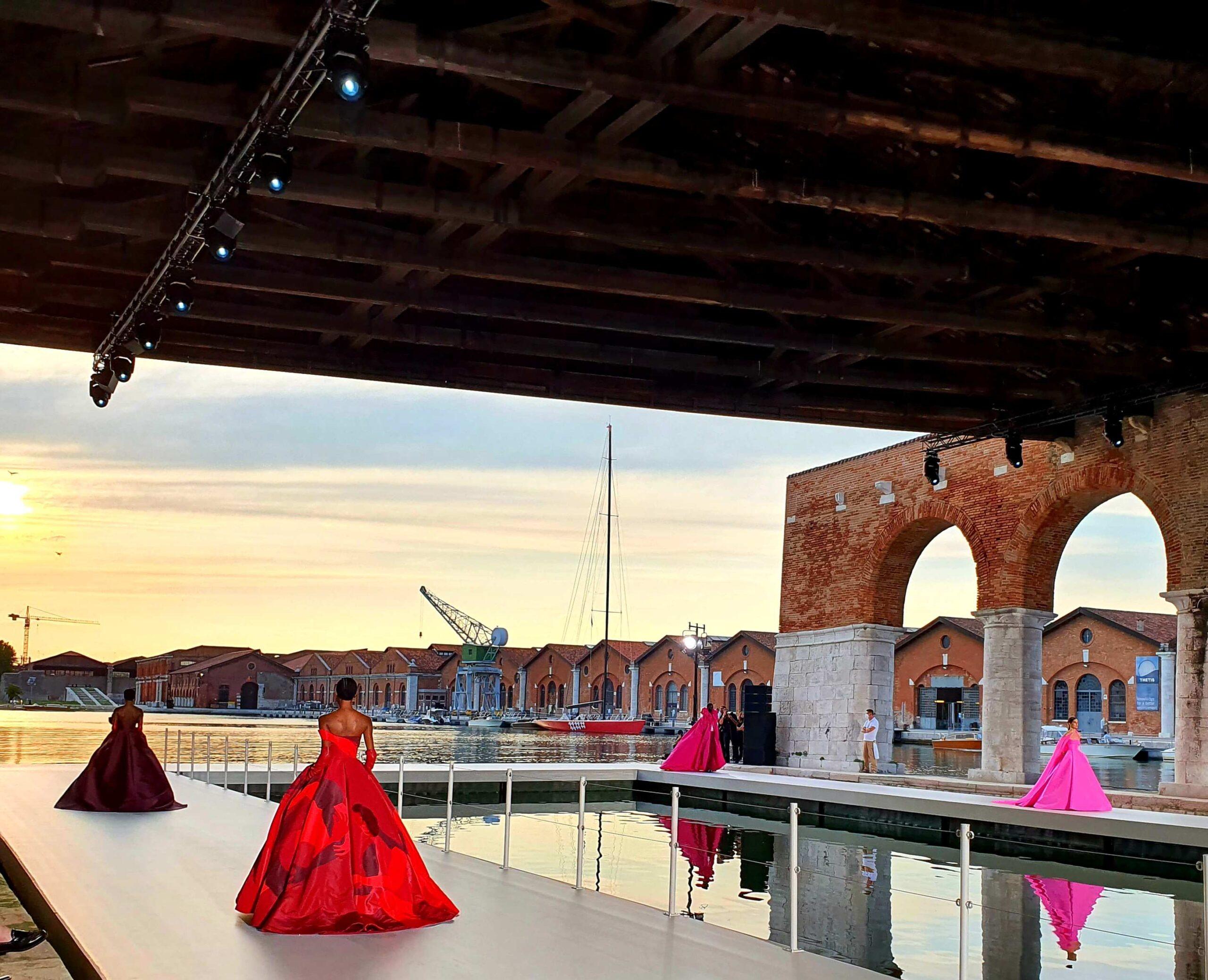 La sfilata Valentino Des Atelier alle Gaggiandre di Venezia | Artribune