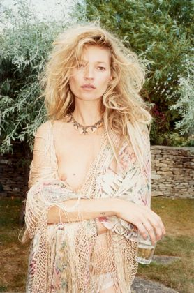 Juergen Teller, Kate Moss No.10, Gloucestershire, 2010 © Juergen Teller, All Rights Reserved. Courtesy Lehmann Maupin New York, Hong Kong, Seoul and London