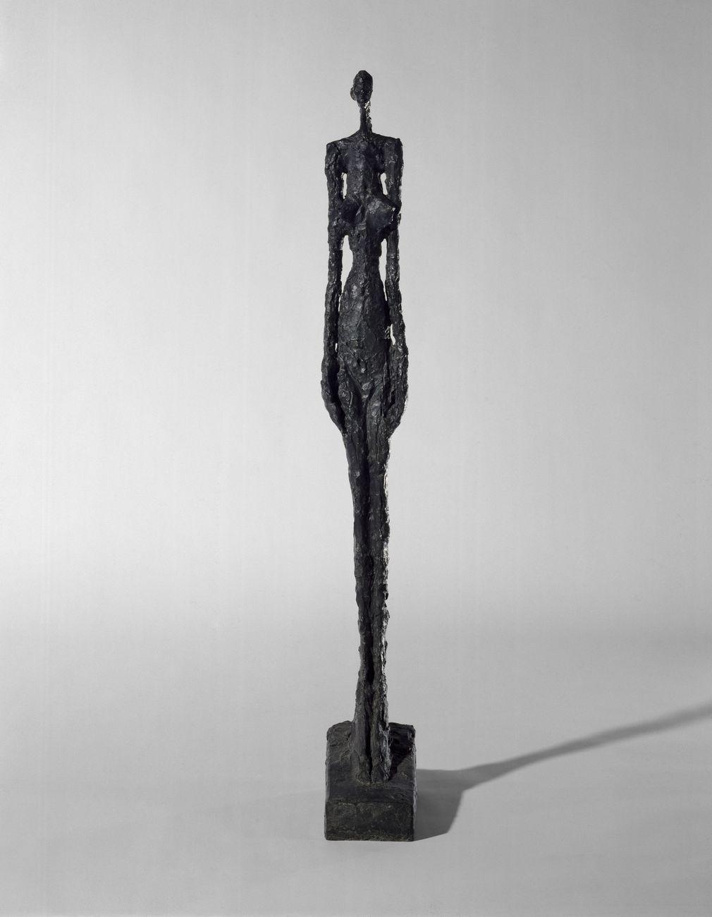 Alberto Giacometti, Femme de Venise V, 1956, bronzo, cm 110,5 x 31,3 x 14. Centre Pompidou, Parigi © Succession Alberto Giacometti (Fondation Alberto et Annette Giacometti, Paris + ADAGP, Paris, 2021). Photo © Philippe Migeat