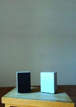 Alfonso Fratteggiani Bianchi, UPainting Azzurro e Nero, pigmento su pietra. Collezione privata