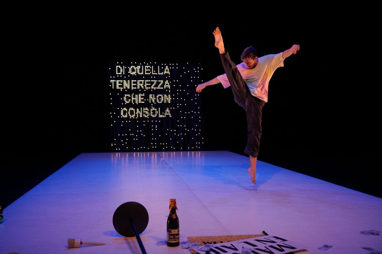 Best regards di Marco D'Agostin. Courtesy La Biennale di Venezia © Andrea Avezzù