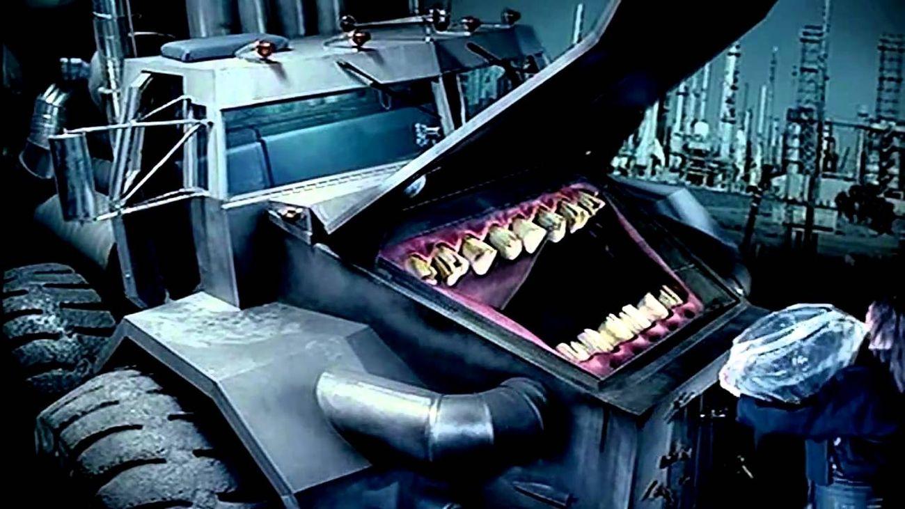 Bjork, Army of Me, 1995, still dal video diretto da Michel Gondry