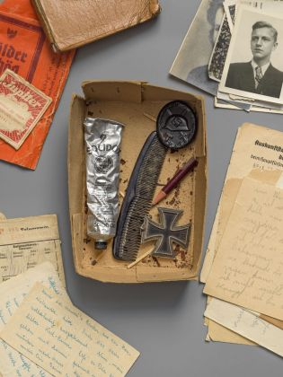 Box from the possession of Uwe Timm with personal items of the brother Karl Heinz Timm, s.d. © Uwe Timm. Photo Roman März, 2021