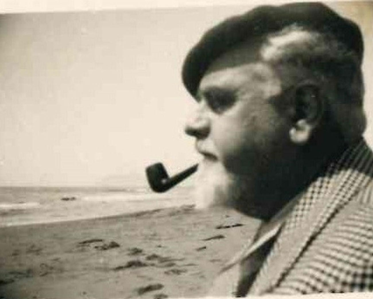 Duilio Cambellotti sulla spiaggia, aprile 1934