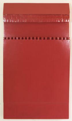 Renato Mambor, Oggetto rosso, 1960, smalto su legno, mollette, cm 110 x 60 x 8. Roma, Collezione Patrizia e Blu Mambor
