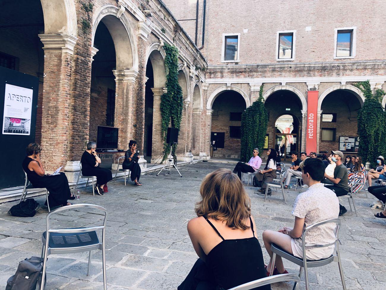 Seminario APERTO. Chiostro dei Tolentini, Venezia, luglio 2020. Credit Laboratorio fotografico IUAV