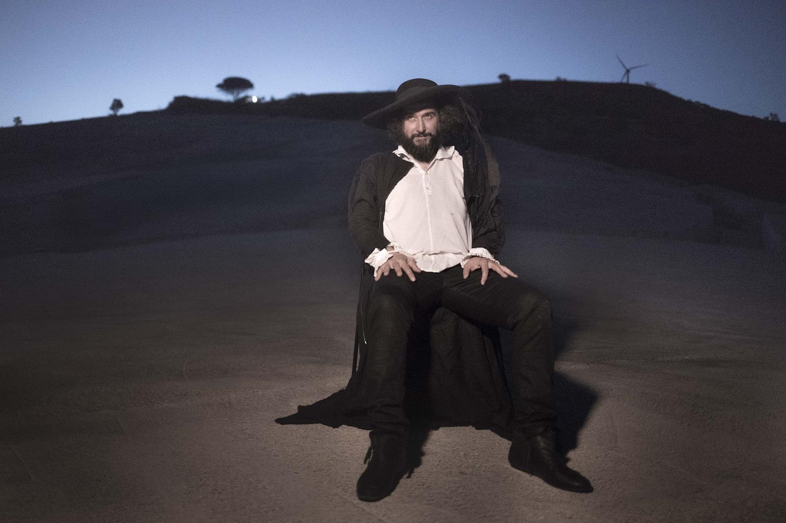 Vinicio Capossela, ritratto sul Grande Cretto. Photo ©Pietro Leone