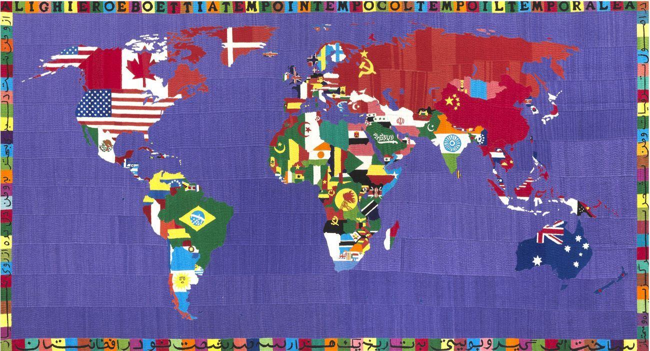 Alighiero Boetti, Mappa, 1990, ricamo su tessuto, cm 118x220 © SIAE 2020