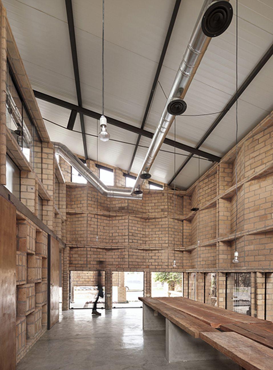 Mínimo Común Arquitectura, Oficinas Nordeste, Mariano Roque Alonso, Paraguay. Photo © Federico Cairoli