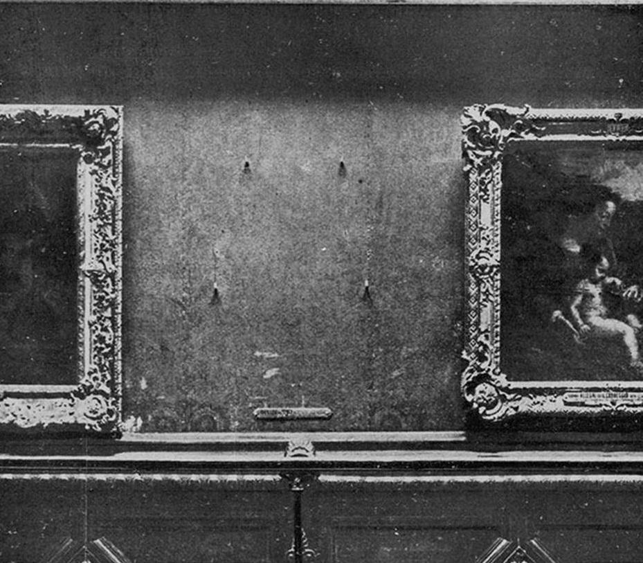 Museo del Louvre. Immagine della parete da cui manca la Monna Lisa di Leonardo da Vinci, dettaglio