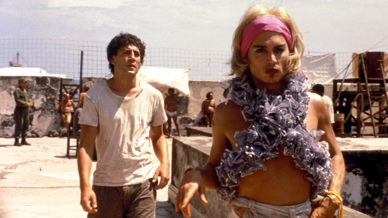 Un fotogramma dal film Prima che sia notte (2000) di Julian Schnabel