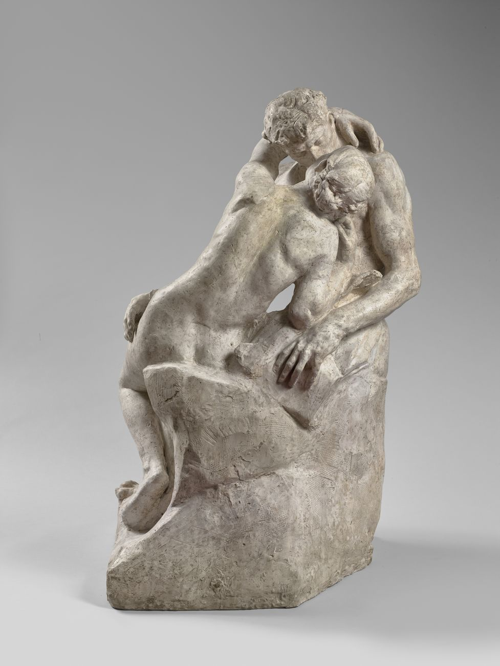 Auguste Rodin, Le Baiser, 1885 ca., gesso patinato, 86 x 51,5 x 55,5 cm. Musée Rodin, Parigi © musée Rodin – photo Hervé Lewandowski