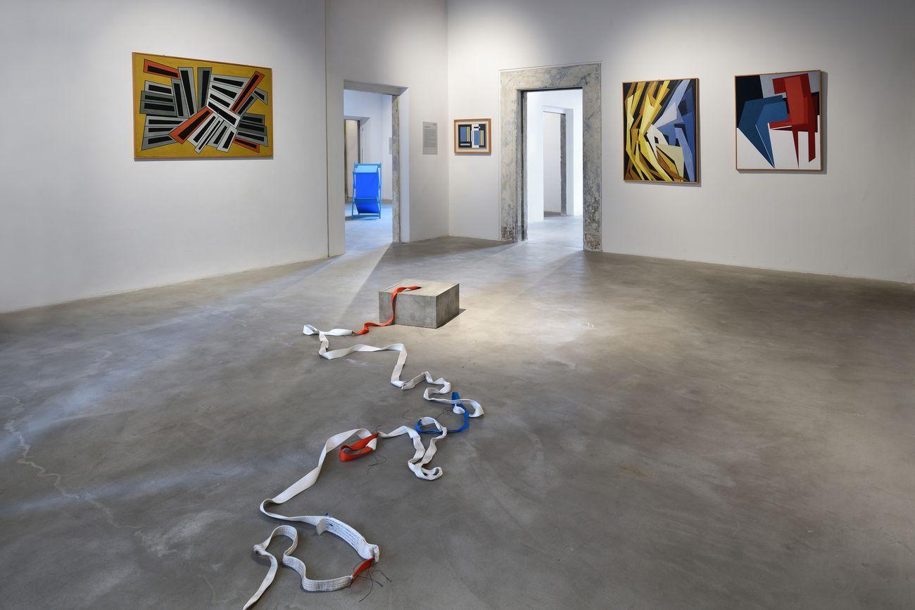 Giovanni Termini, Idea di coesione, 2013, cemento e fasce ricucite, cm 25x50x50. Installation view at Palazzo Fabroni, Pistoia 2021. Photo © Michele Sereni